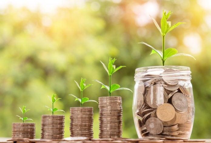 10 wskazówek, które każdy może zastosować, aby zaoszczędzić więcej pieniędzy i wydawać mniej